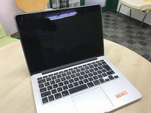 アップルノートパソコンMac Book ProA1502